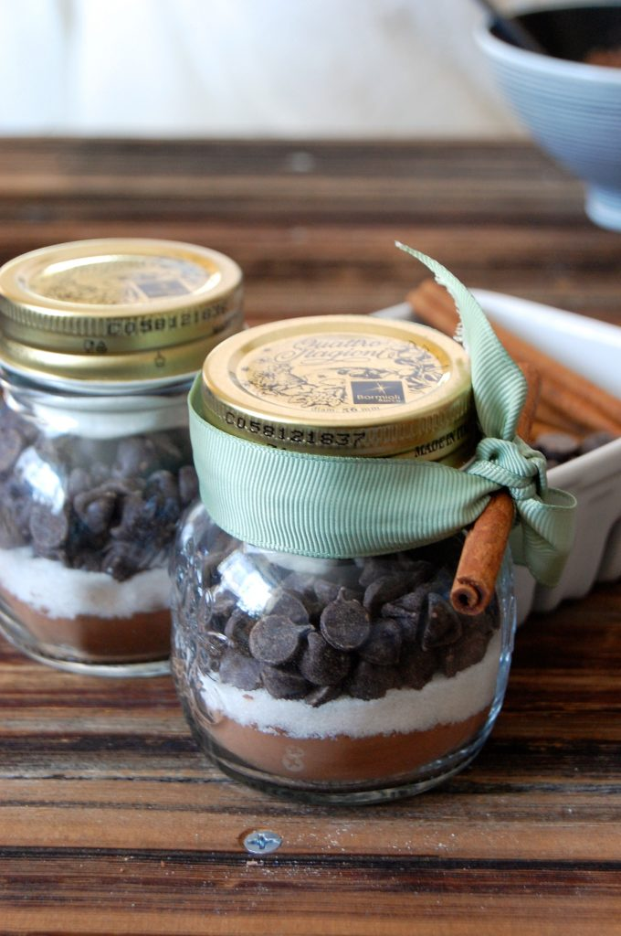 hot chocolate, hot chocolate mix, hot chocolate recipe, decadent recipes, chocolate recipes, winter recipes, christmas recipes, mason jar gifts, homemade hot chocolate mix, mexican hot chocolate mix, peppermint hot chocolate mix, dark hot chocolate mix, layered hot chocolate mix, chocolate, pumpernickel pixie